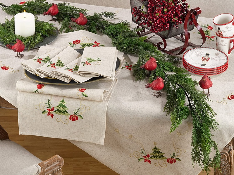Saro Lifestyle Embroidered Christmas Tree Linen Blend Napkin (Set of 4) $21.99