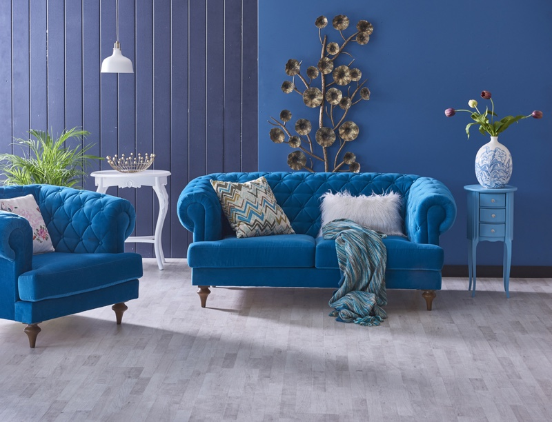 Use complementary hues with jewel tones in daring blue shades for your living room.